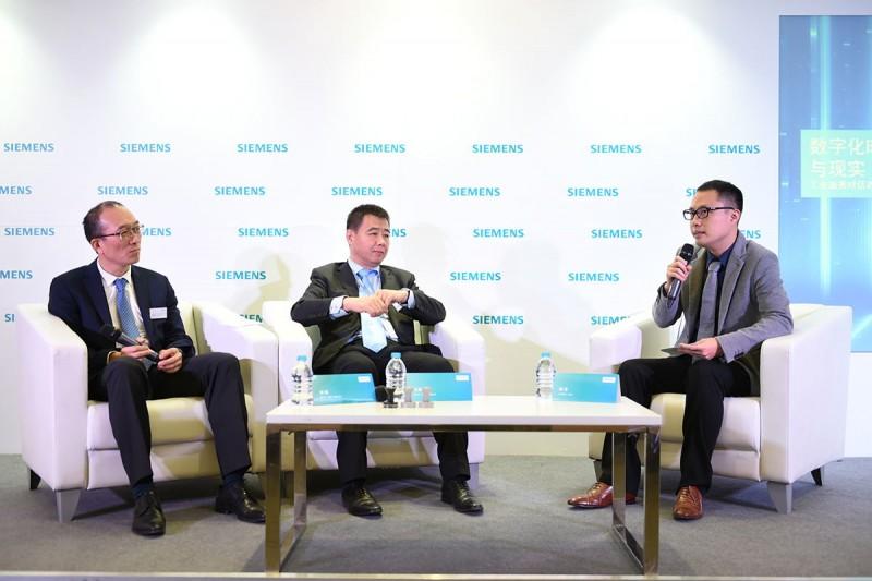 西门子(中国)有限公司执行副总裁、数字化工厂集团总经理王海滨(中)和西门子(中国)有限公司执行副总裁、过程工业与驱动集团总经理林斌(左)