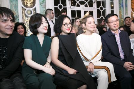 """3 - 奥斯卡影后 - 玛丽昂·歌迪亚(Marion Cotillard)助力2018年3月巴黎时装周""""醒""""时尚发布会"""