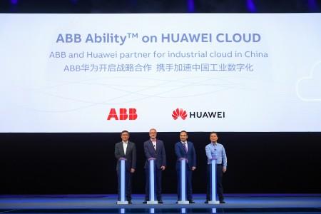合作发布仪式2(从左到右:ABB集团亚洲、中东及非洲区总裁 顾纯元,ABB集团首席数字官 Guido Jouret, 华为云业务总裁 郑叶来,华为Cloud & AI产品与服务CTO 张顺茂)