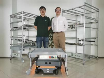 右:MiR移动机器人中国区总监袁亿米(EmilHauchJensen)左:拓德科技项目经理柯杨-副本